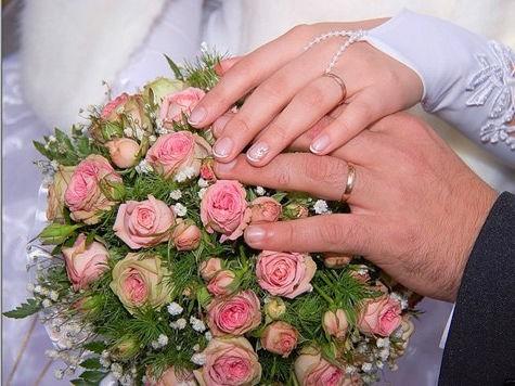 серебряные кольца на руках