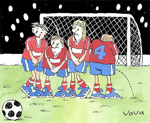 футболисты в стенке