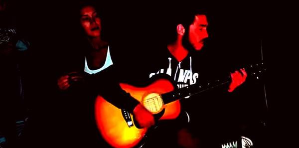 песня под гитару у костра
